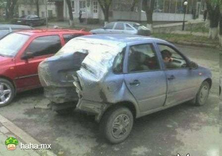 倒车撞电杆吗?